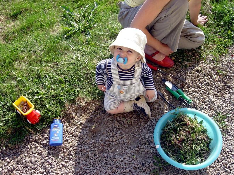 Niño en el jardin. J. Canna
